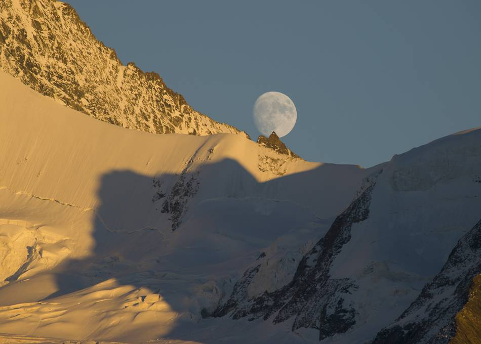 Moonlit skiing each month from Grimentz at full moon